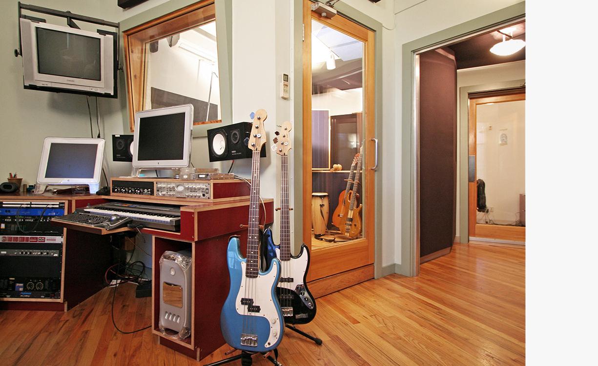 Studio-C-01